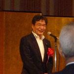 交流パーティーで祝辞を述べる衆議院議員で技術士会の会員でもある若井康彦氏