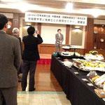 懇親会で来賓の挨拶をされる国土交通省中国地方整備局の松浦弘企画部長