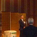 交流パーティの開会の挨拶をされる日本技術士会の内村 好会長