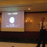 「宇宙への招待」と題して講演をされる愛媛大学宇宙進化研究センターの 谷口義明教授