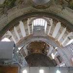 Blick aus der Kuppel hinunter in den Kirchenraum