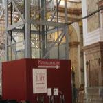Der Panoramalift wurde anlässlich der Restaurierungsarbeiten an den Kuppelfresken für die Künstler errichtet und später für alle Besucher freigegeben