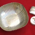 Silberschale und Döschen