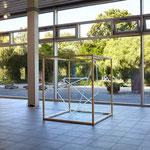 three lines eight corners 01, 2019, Neonglas je 300 cm, Kubus Holz 125 x 115 x 115 cm, Brandenburgischer Kunstverein, Potsdam