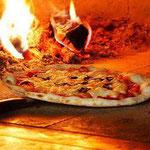 新しくできたピザ釜で、焼きたてのピザランチなんていかがです?