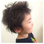 くせ毛を生かしたスタイル。本人のご希望で『くしゃっとして☆』と。  担当:ミツイ