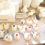 Porzellan-Wandtiere  im Atelier von Margit Russnig