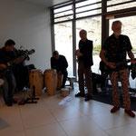 Musik von den Strawanzern aus Wien umrahmte die Ausstellung