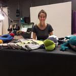 Sophie Mackinger, junge Designerin  aus Perchtoldsdorf präsentiert Strickmützen und Axelotln - Stofftiere