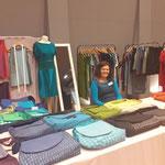Vesna Stih aus Slowenien zeigte Mode und Taschendesign mit Siebdruckmotiven