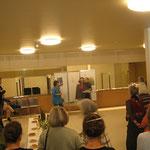 Eröffnung mit Figurentheaterspielerin Manuela Linshalm, Organisatorin Gerda Kohlmayr, Bürgermeister Martin Schuster