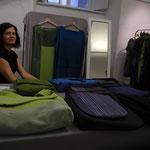 Vesna Stih aus Slowenien zeigt zum 2x bei dieser Ausstellung ihre handbedruckten Taschen, Röcke, T-Shirts, Kleider