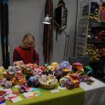 Lina Singer zeigt wieder mit 14 Jahren Origamikunst , Origami- kugeln, Origami- lampen