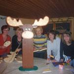 Basteln für den Weihnachtsmarkt, v.l. Conny Kernbach, Edda Rudolph-Holzapfel, Elke Janicki, Brita Jaspers und Anne Meyer