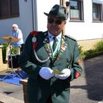 Hauptmann Werner Schadler hält eine Ansprache