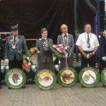 Gruppenfoto der Majestäten 2008 mit Königsscheiben