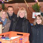 v.l. Brita Jaspers, Viktor Stumpf, Edda Rudolph Holzapfel und Andrea Meyer versorgten die Gäste mit Glühwein und Kinderpunsch
