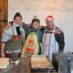 Schmalzkuchenstand von: Carolin Hennies, Franziska Johannes und Heinrich Hennies