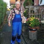 Karl-Heinz Eggers erhält sein Fleischpaket vom Herbstpreisschießen