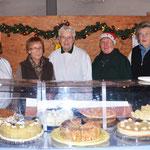 Die Damen vom SV Oesselse boten selbstgebackenen Kuchen und Kekse an