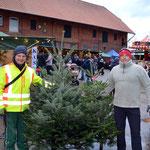 Der Tannenbaumverkauf von Stephan Hennies und seinem Schwager Sebastian Cukic läuft spitze!