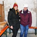 Alena Stumpf und Julia Diener betreuten die Lebkuchenbastelecke