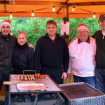 Das Team am Bratwurst- und Pommesstand: v.l.n.r Tim Heitmann, Anna Holzapfel, Gustav Holzapfel, Heiko Fichte und Oliver Najuch