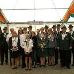 Gruppenfoto der Majestäten der Schützenvereine Ingeln und Oesselse