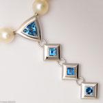 Weißgold und feinste Aquamarine • Wechselverschluss • Hier mit Süßwasser Zuchtperlkette • Preis € 5.500