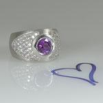 Prächtiger Weißgoldring mit violettem Saphir und Brillanten • Preis € 8.500