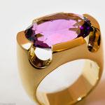 Amethyst in schwerem Goldring • Preis € 2.700