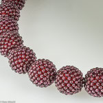 Collier mit Wechselverschluss aus Rodolithkugeln (Granat) • Verkauft