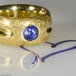 Einzigartiger Saphir in einem schweren Goldring • Preis € 4.370