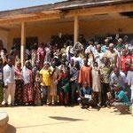 photo de groupe après une séance d'information et de sensibilisation pour les parents d'élèves
