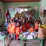 échange éducatif de la maternelle : les enfants ont embelli les petits sacs