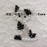 子猫 ガラスストーン使用 2916円(税込) サイズ 2.8x3.9cm