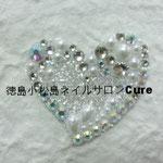ハートM ガラスストーン使用 3780円(税込) サイズ 3.5x3.5cm