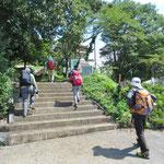 中野町側登山口からスタート。