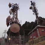 比叡山に到着した的なシンボルの電波塔。