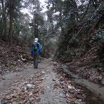 登山道に入ったところでタイマー自分撮り。