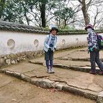 要文化財の土塀は、この左ですが、KさんとOさん