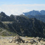 木曽駒ヶ岳からの宝剣岳、右奥に空木岳、南駒ケ岳