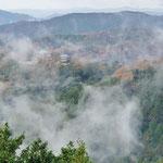備中松山城展望台からの展望、霧があがっていきます