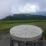 蓬莱山山頂の方位盤