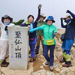 至仏山(2,228.1m)山頂到着、しんどかった~