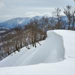 土倉下降中の雪庇