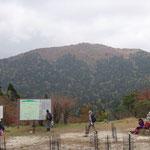 コヤマノ岳も紅葉(太陽光が欲しいところ…)
