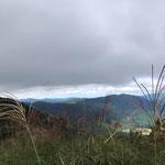 ヤケオ山頂上手前 ススキが一面に。