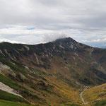 稜線の先に笠ヶ岳