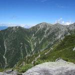 木曽前岳から駒ヶ岳へ登ってきた尾根